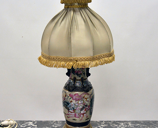 Lot 207: 19th cent  Family Rose Nankin ceramic vase / lamp with Chinese worriors decor on gilt bronze base  H29cm. Tot.H52cm