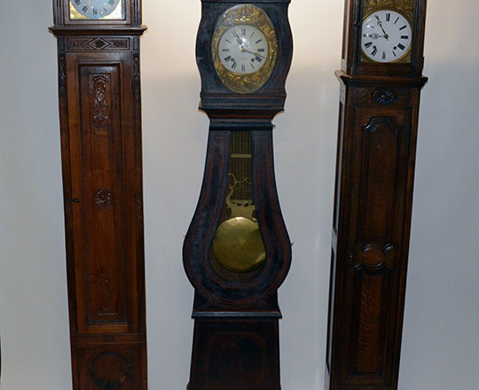 Lot 211_2: Early 19th c straight walnut clock case with 18th / 19th c mouvement. H259cm.