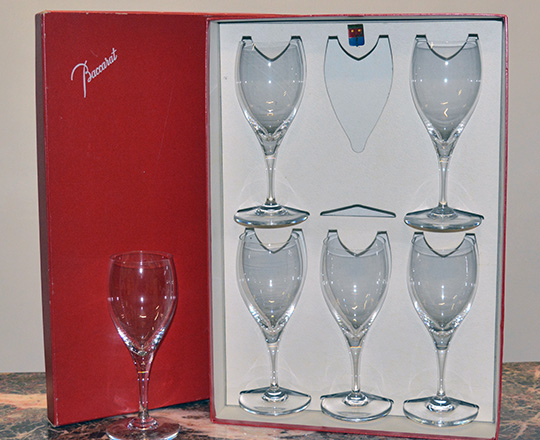 Lot 220: Six Baccarat wine glasses in original box. H19cm.