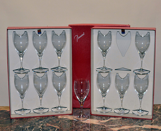 Lot 221_1: Six Baccarat wine glasses in original box. H19cm.