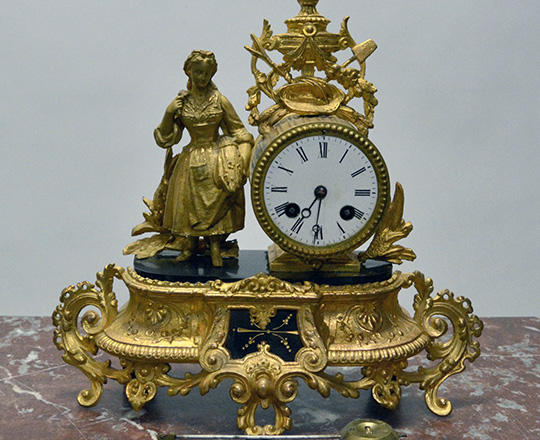 Lot 236: 19th c gilt spelter mantel clock with statue of ''Summer girl''. H30xW32cm.