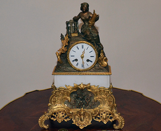 Lot 266: 19th c gilt bronze and spelter mantle clock with statue of lady with harp. H38 x W26cm.