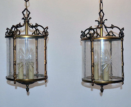 Lot 285: Pair gilt bronze round lanterns with one piece cut glass 'shade'. Tot. H50cm.