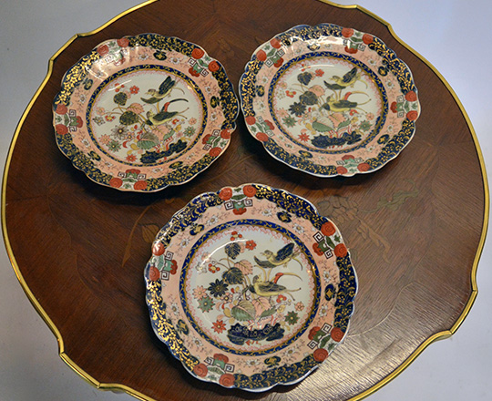 Lot 294: Three Chinese decor plates by Mason's. Dia 23cm.