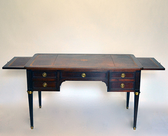 Lot 295_1: Turn cent. Louis XVI, five drawers and brown leather top desk with two side leaf pulls. H76xW130xD70cm.