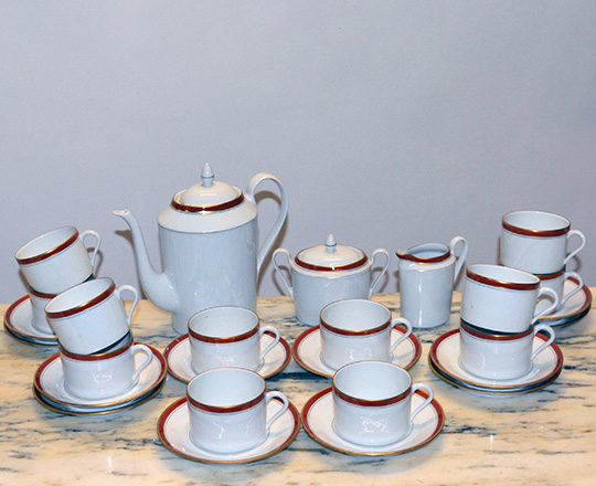 Lot 296: Tea / coffee Limoges porcelaine set.