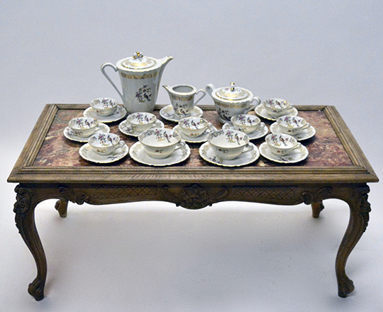 Lot 297_1: Large Limoges porcelaine service including tea/coffee and desert set.