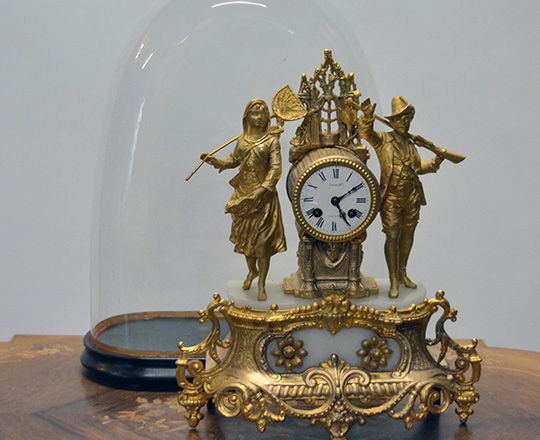 Lot 373_1: 19th cent gilt spelter mantle clock with couple. H42cm.