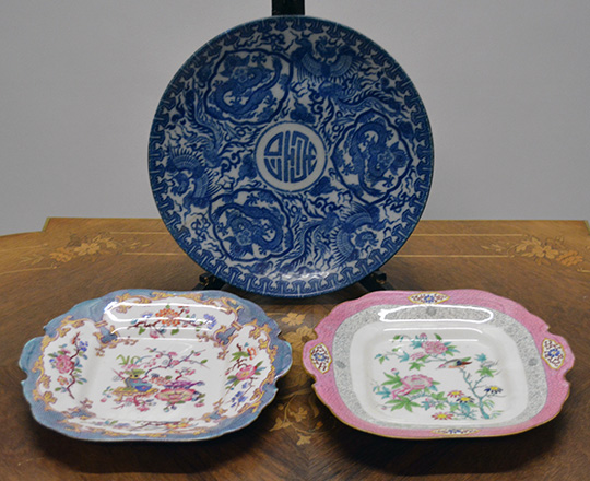 Lot 380: One large 19th cent blue and white Chinese plate, dia 30cm and a pair of Minton plates with floral decor.