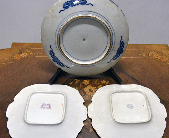 Lot 380_1: One large 19th cent blue and white Chinese plate, dia 30cm and a pair of Minton plates with floral decor.