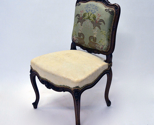 Lot 381: One single finely carved L.XV chair.