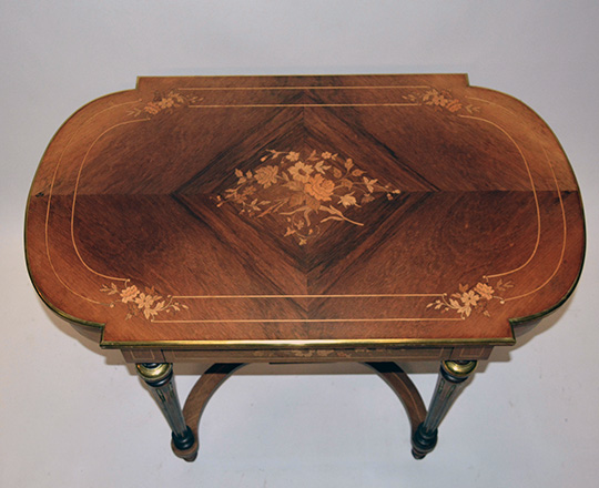 Lot 394_1: Elegant 19th cent one drawer Nap.lll rosewood center table with fine floral marquetry. H73xW100xD60cm.