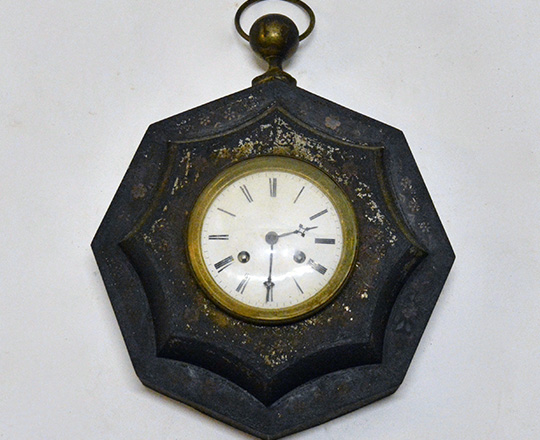 Lot 401: 19th cent octagonal shaped painted metal wall clock. H45 x W33cm.