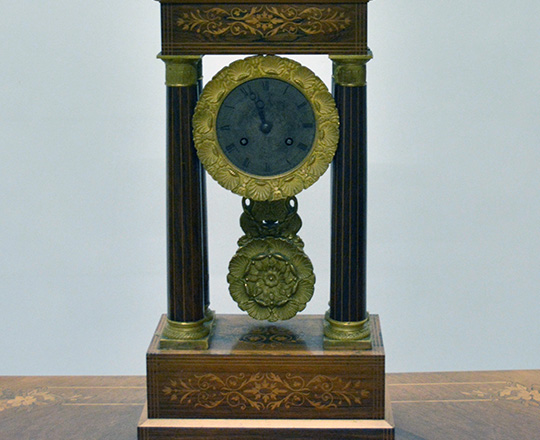 Lot 404: 19th c. Empire \ Charles X potico clock with fine marquetry inlay. H 45,5cm.