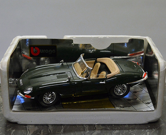 Lot 411_3: Various collectable Burago cars : Ferrari GTO, Testarossa, Jaguar E type, Renault Alpine ....