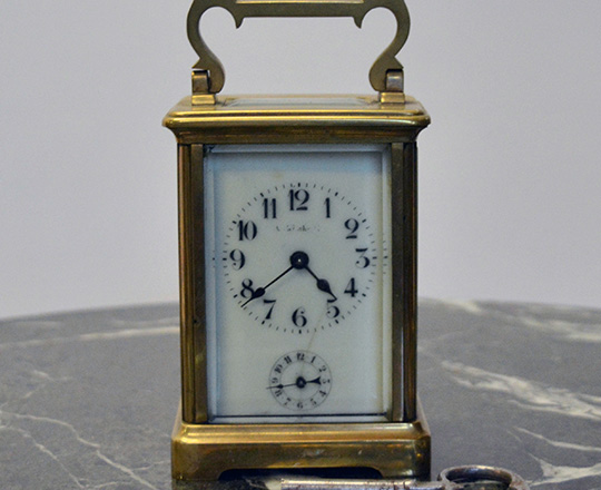 Lot 422: 19th cent bronze travel clock with alarm setting. H14,4xW8xD6,5cm.