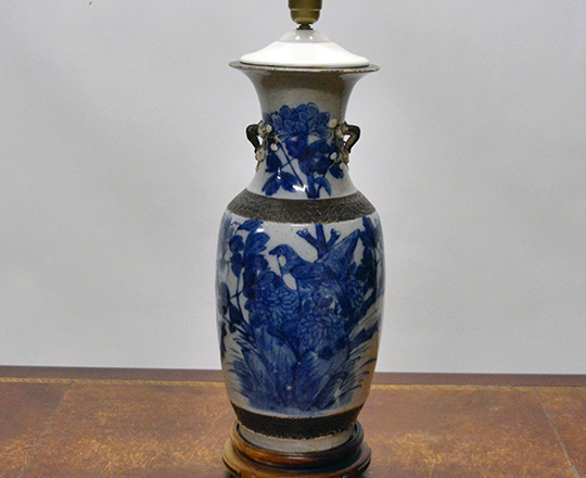 Lot 426: Large 19th cent. Chinese white & blue Nankin vase,H45cm / lamp.