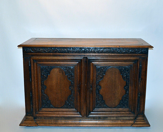 Lot 431_1: 19th cent two door oak country buffet. H108xW160xD50cm.