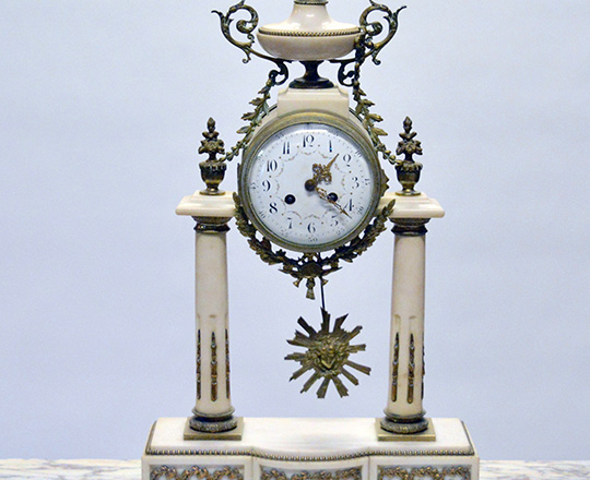 Lot 451: Large 19th c. Louis XVI white marble and bronze decor portico clock. H 59cm.