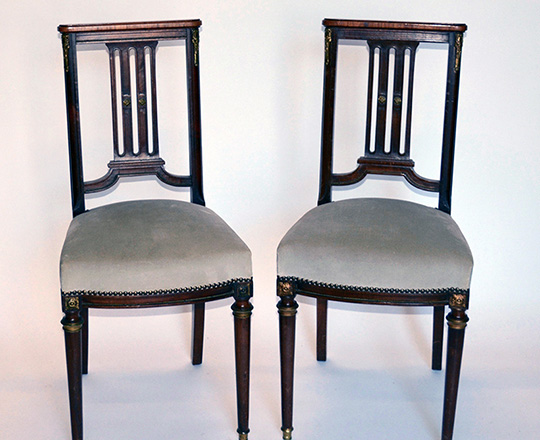 Lot 465: Pair turn cent firm mahogany chairs.