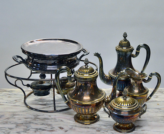 Lot 478: Silver plated Louis XVI style tea & coffee service, max. H30cm; adding two plate warmers.