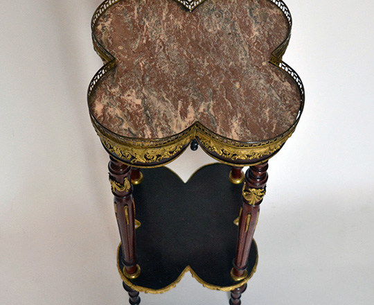 Lot 506_1: 19th cent four leaf clover shaped marble top Louis XVI center table with fine gilt brass ornaments. H85x84,5x84,5cm.
