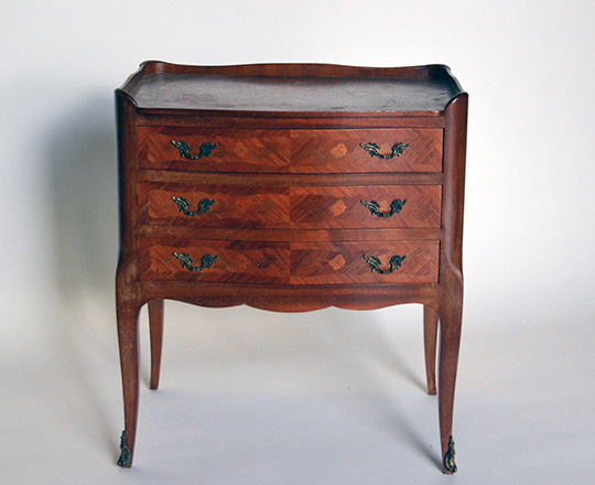 Lot 514: Small Louis XV style three drawer commode. H59xW52xD34cm.