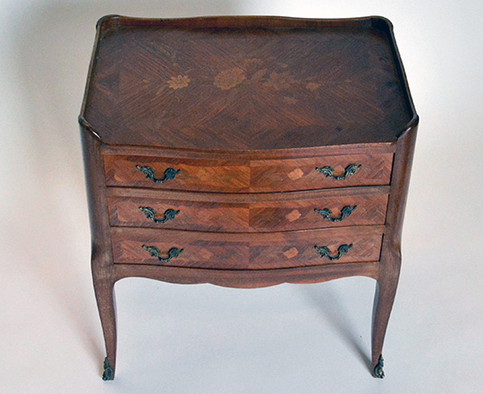 Lot 514_2: Small Louis XV style three drawer commode. H59xW52xD34cm.