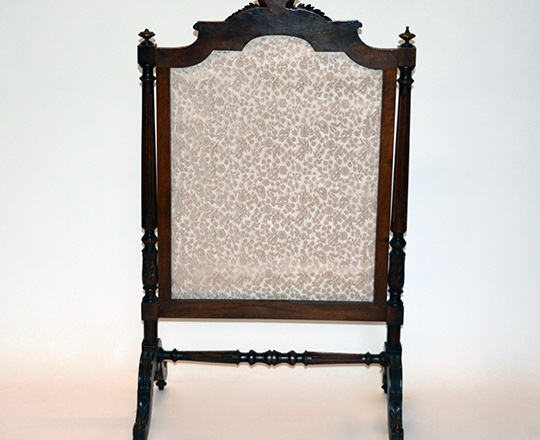 Lot 521_1: Turn cent Louis XVI fire screen with fine needle point floral decor. H109 x W63cm.