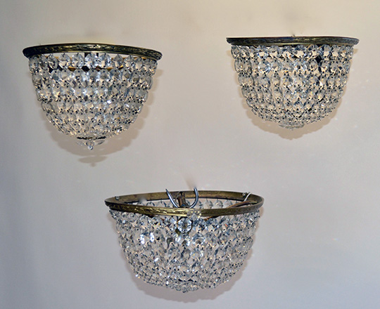 Lot 532: Pair turn cent crystal 'basket' form ceiling fixture and a larger single one. Dia.29,5cm (large)