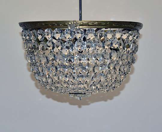 Lot 532_1: Pair turn cent crystal 'basket' form ceiling fixture and a larger single one. Dia.29,5cm (large)