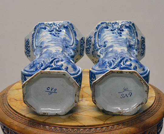 Lot 542_5: Chinese? Blue & white porcelaine vase / lamp, H32cm (with base) and a pair of signed Delft vases, H32cm.
