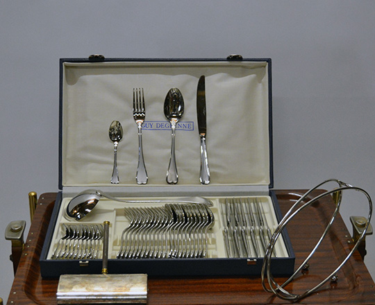 Lot 546: Complete dinner table set by Guy Degrenne with crumb despencer and bottle holder.