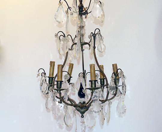 Lot 553: Early/mid cent three stages eight light brass chandelier. H 82cm.